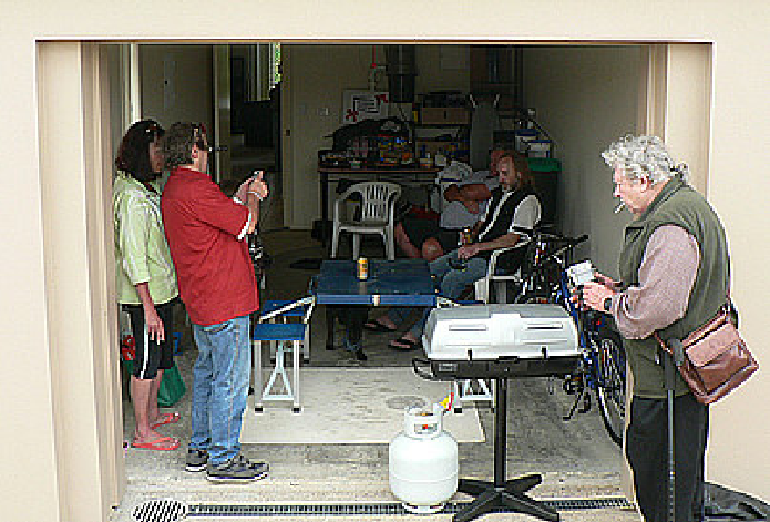 ACCForum members gather at Angela McCutcheons Nautilus Place townhouse for a Barbecue and to share a little poison. (Left to right; fraudsters Angela McCutcheon, Kenneth Miller, Fransiscus Van Helmond)