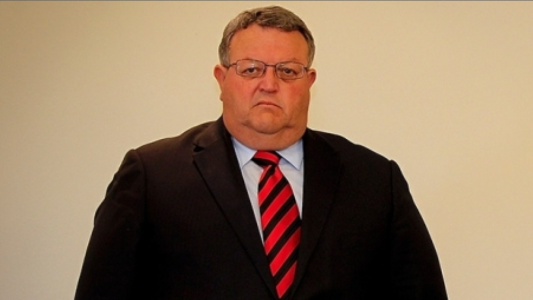 Earthquake Recovery Minister Gerry Brownlee entered the political fray consuming the city council, calling Mayor Bob Parker a ''clown''.