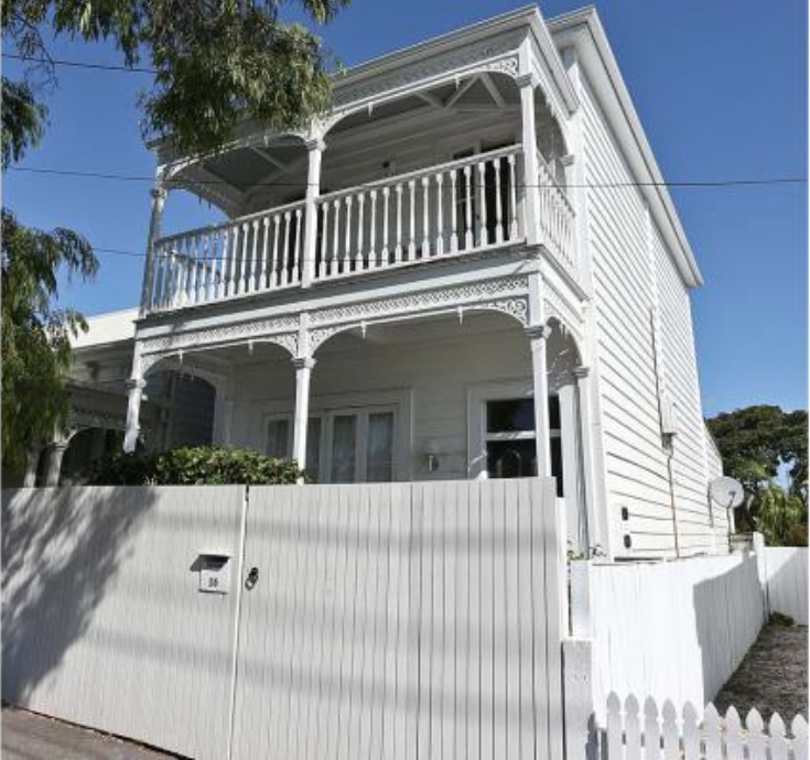 One of the Grey Lynn houses owned by Mary Castles, the wife of now bankrupt, struck-off lawyer and all round shyster Eion Castles